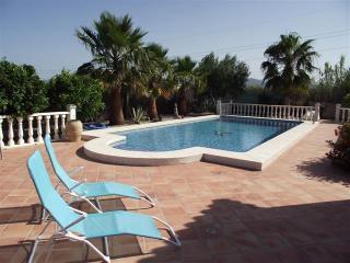 VILLA GANWALES - romantic villa close to the beach