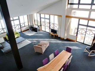 Penthouse ski-in/out apartment, Nozawaonsen-mura