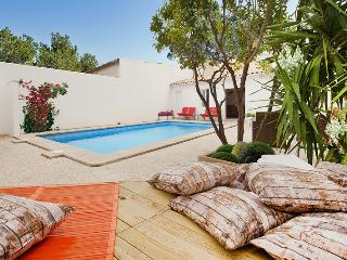 GREAT VILLA WITH SAUNA, JACUZZI, GYM, PRIVATE POOL WALKING DISTANCE TO BEACH