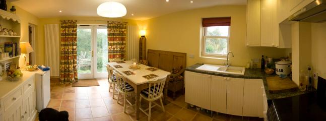 Open plan kitchen/dining space with fully equiped kitchen