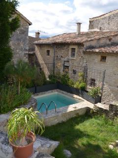 bassin en pierres, véritable piscine (3mx3m)