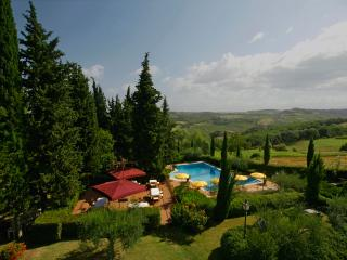 Glicine - panoramic 1 bedroom apartment in tuscan Villa with terrace and pool