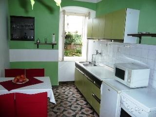 Cheap apartment for two, Wi-Fi, center