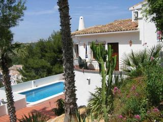 substantial detached villa. Very scenic location & views. Quick, easy, direct route to beach/ town.