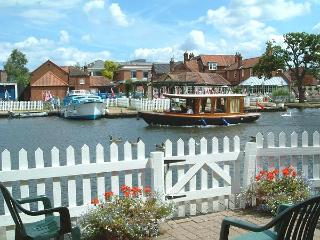 Anchor Cottage - Norfolk Broads Riverside Holidays, Wroxham