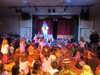 Sammy the Seahorse and friends will entertain you! Hoburne offer great all round Entertainment