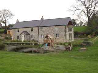 Ty Aled, Cefn Berain, Denbigh, Conwy. Hot tub! 5*, Llannefydd