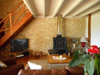 Guillemassot, spacious, comfy barn conversion, Massugas