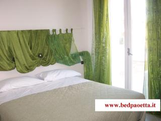 B&B PAOETTA - Green Bedroom