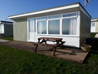 4 berth, 2 bedroom chalet (1 x double bed, 2 x single beds)