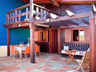 Casa de madera 4 habitaciones a 75m del mar, piscina y jacuzzi en zonas comunes