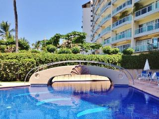 Luxury apartment in Acapulco with beach access