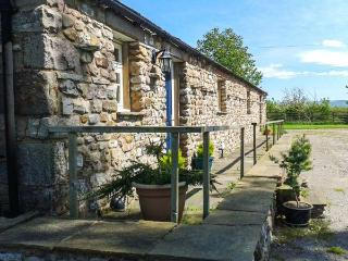 RAINBOW COTTAGE, pet-friendly, character holiday cottage, with a garden in Soulby, Ref 2022