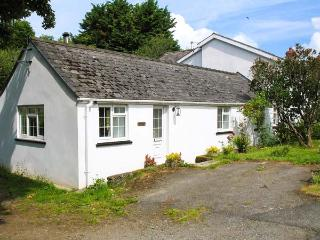STONEYFORD COTTAGE, woodburner, WiFi, child-friendly cottage near Narberth