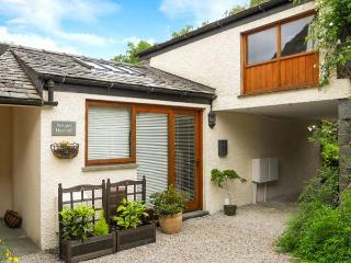 JUNIPER HAYLOFT, courtyard, great base for walking, Grasmere