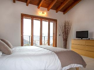 Family friendly 3 bed villa with view of Lake Maggiore. XBOX. WIFI. BFY115