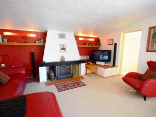 Cosy living room with flat screen Tv international channels including sport & movies