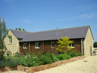 Dairy Cottage, great for countryside walk with dog, Cirencester