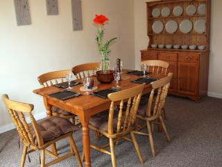 Dining room seating 6/7