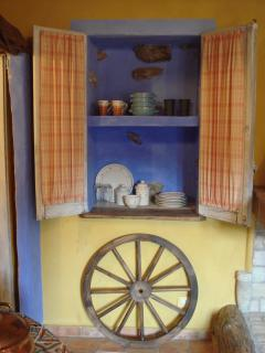 Window Style Carved Niche to store Dishware