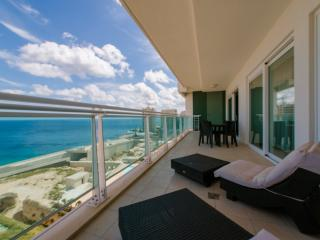 SEAVIEW APARTMENT IN FORT CAMBRIDGE WITH POOL