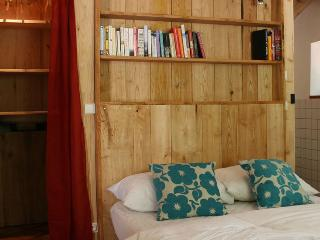 L'Atelier for four or six: 2nd double bedroom with ensuite, with room for cot or extra single
