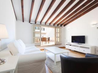 1BR IN HISTORIC PALMA (w/Terrace) 4A, Palma de Mallorca