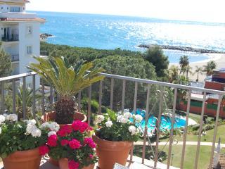 Puerto Banus, beach front apartment, Andalucia Del Mar, Mistral Beach, Pedros