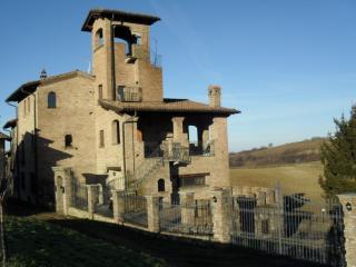 villa in stile medievale, Varzi