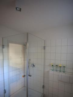 Shower enclosure made of glass