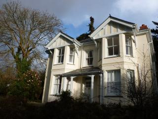 4 bed Victorian home with panoramic rural views close to endless beaches