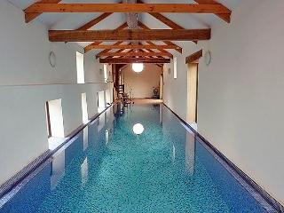 WOOLACOMBE HIGH VIEW FARMHOUSE with a 15 metre, heated, indoor swimming pool.