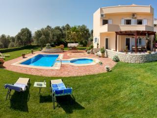 Villa Elisabeth - Quiet getaway heaven!, Rethymnon Prefecture