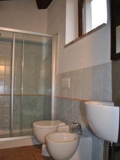 Bagno con cabina doccia di Cristallo