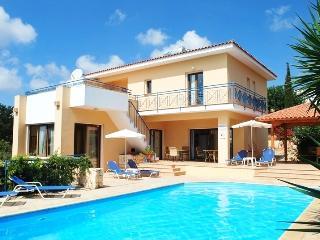 PRESTIGIOUS Villa 4 bedrm - Large Pool - Privacy, Paphos