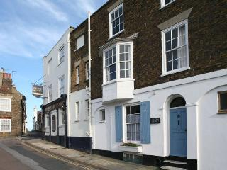 Blue Skies, Period House in  charming square.