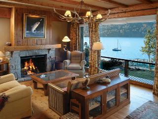 On the Lake 4 bedroom with Indoor BBQ (HV2)