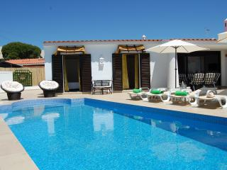 Villa 2, cozy on Oura beach, Albufeira