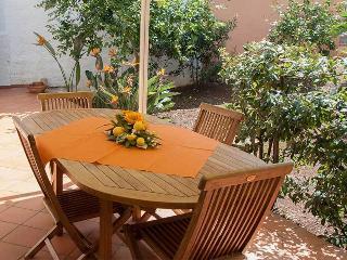 La Casa di Vanny with terrace and garden, Polignano a Mare