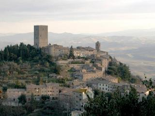 Lovely 3 bedroom apartment in historic Tuscan tower house