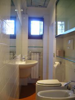 bagno con sanitari di design