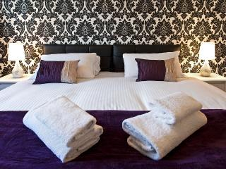 1st Ensuite-master bedroom can be SUPER KING  size or 2 twins having hotel style zip and link beds
