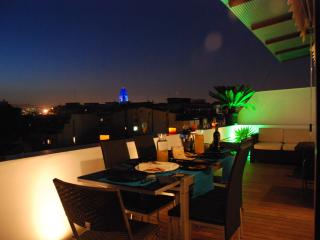 RELAXING & PANORAMIC DINING DURING THE SUNSET ON THE TERRACE