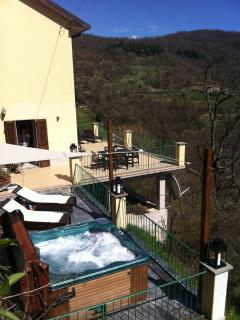 Jacuzzi: 5person 2lounger on side terrace