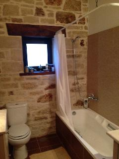 Bathroom at the ground floor with bath