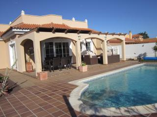 Villa La Casuca. 5 * villa with  salt water pool and free WIFI