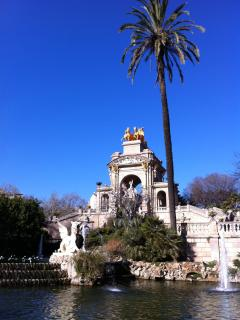 100m-CIUTADELLA PARK+PING PONG TABLE+ZOO+LAKE+CATALONIAN PARLIAMENT