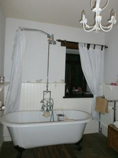 Enjoy a relaxing soak in the luxurious victorian bathroom