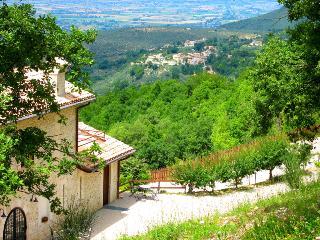 Villa Marianna : APT E - 7 miles to Spoleto centre