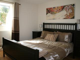 Main bedroom, Kingsize bed with ensuite bathroom